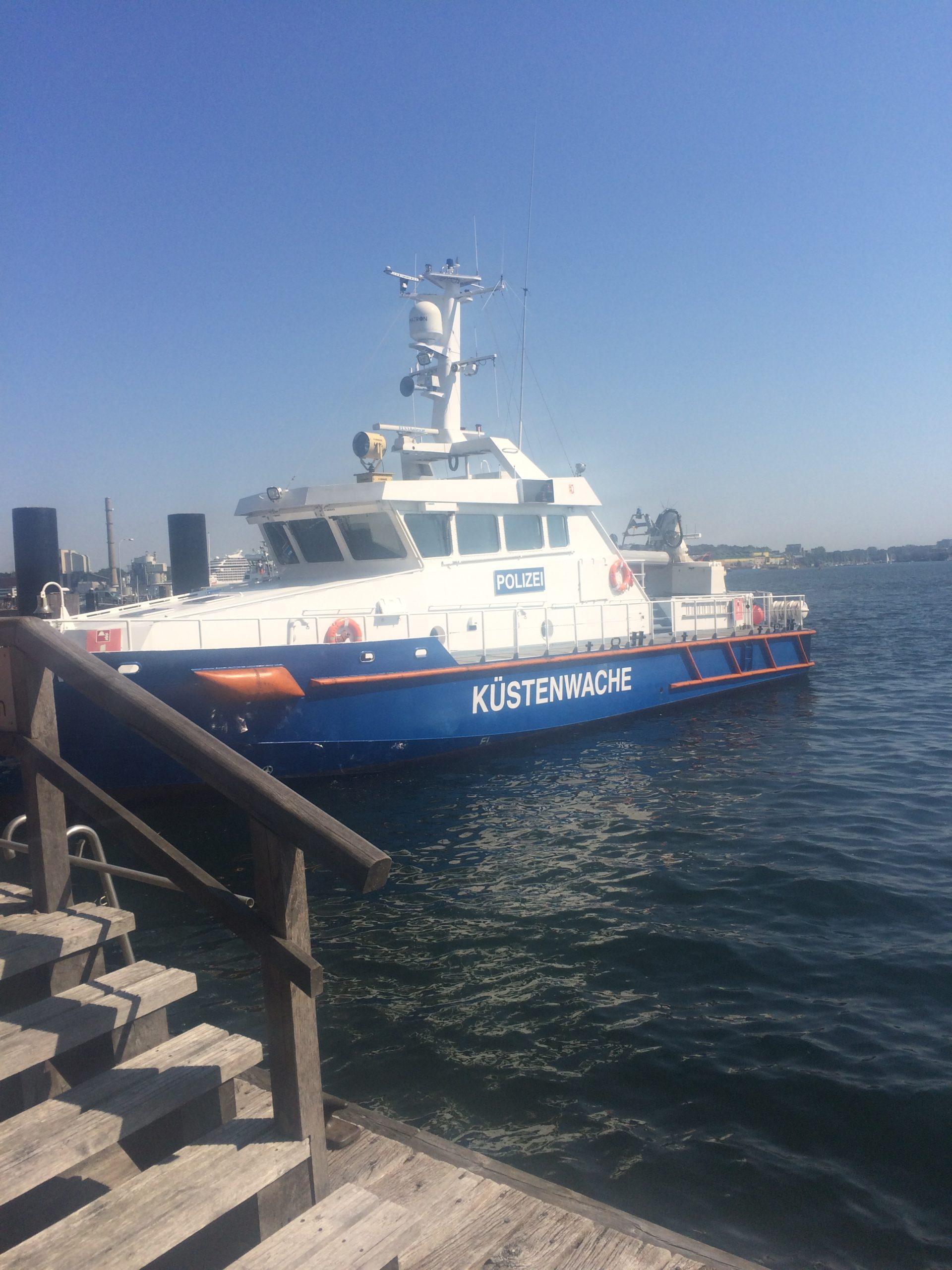 Schiff der Küstenwache in Kiel
